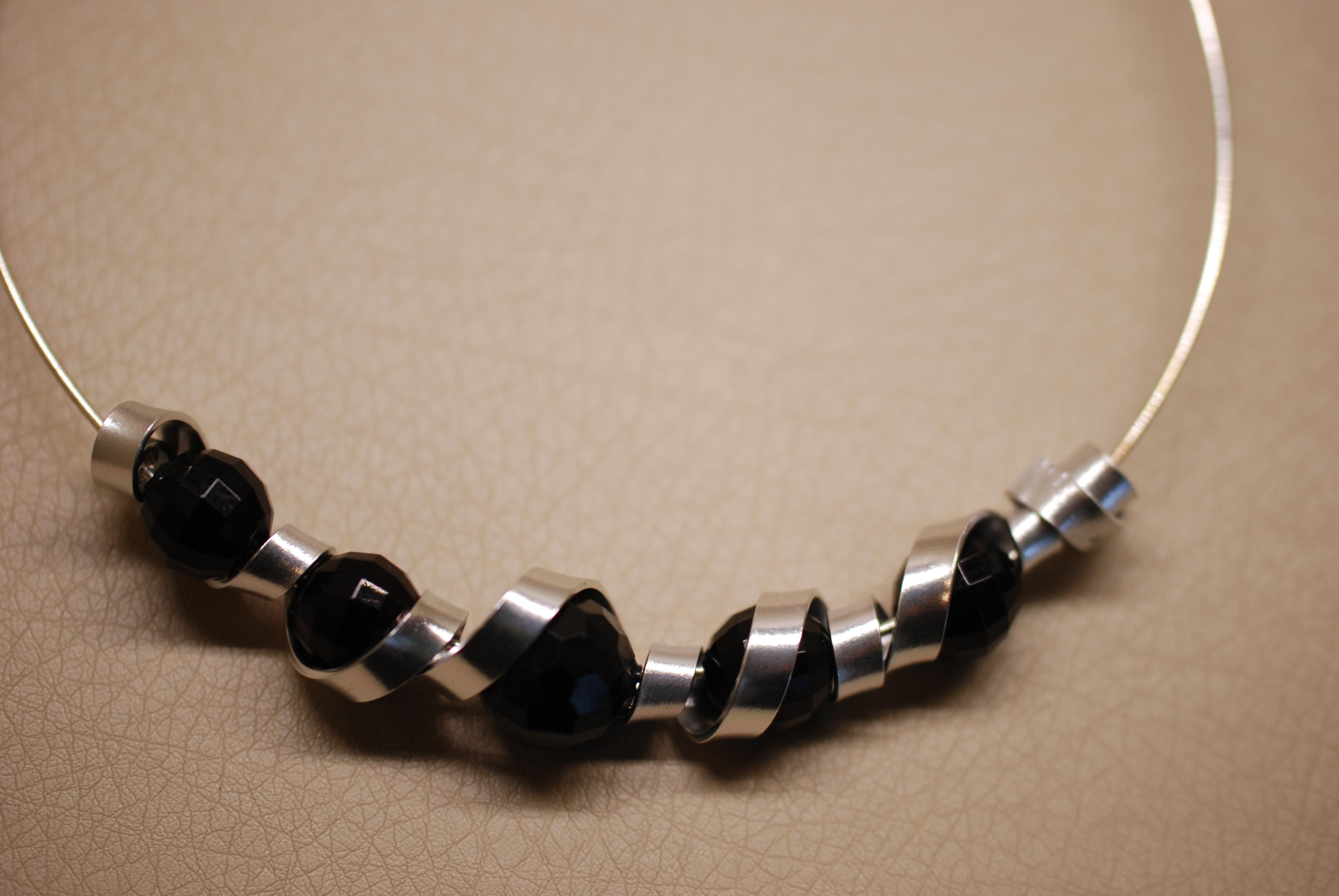 tp46-tc-rigide-fil-plat-perles1